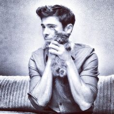 Zac Efron | 28 Ridiculously Hot Celebrities With Incredibly Cute Cats I CAN'T EVEN. @kaylinhufnagle