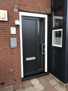 Antraciet deur kan ook in zwart met RVS greep Outdoor Decor, House, Garage Doors, Home, Exterior, Front Door, Doors, Iron Front Door, Home Decor