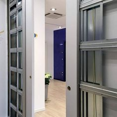 Sliding pocket door system? What's behind? Behind every pocket door there is a perfectly designed frame. Eclisse designs and builds the structures behind the sliding doors, see all the models on eclisse.it website.