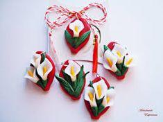 Imagini pentru martisoare Baba Marta, Christmas Crafts For Kids, Christmas Ornaments, Diy Clay, Clay Jewelry, Jewellery, Kids Education, Handmade Flowers, Clay Art