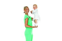Helppoa ja hauskaa treeniä vauva-arkeen! Esittelemme neljä lihaskuntoharjoitetta, jotka voi tehdä vauvan ja taaperon kanssa.