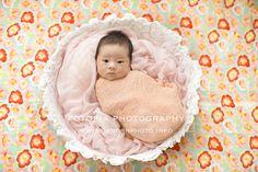 お花柄のニューボーンフォト Tokyo Newborn Photoraphy http://www.newbornphoto.info/