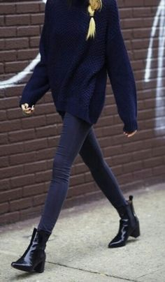 Oversized jumper, skinny jeans, pointed patent leather booties