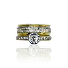 40 Diamanten verarbeitet. Auf dem schmaleren Teil des Ringes wurden 12 kleine und 1 großer Diamant mit 0,428 ct verarbeitet. Die kleineren Diamanten haben insgesamt 1,108 ct. Mit diesem Ring haben Sie die Blicke auf Ihrer Seite. Wie ein Ehering mit Beisteckring wurde dieses edle Schmuckstück in Handarbeit gefertig... Gebrauchten, alten, neuen und vintage Schmuck kaufen - verkaufen