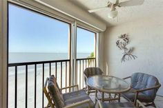 Cascades #402 Gulf Front Fort Myers Beach (Florida) Located 23 km from Fort Myers, Cascades #402 Gulf Front offers accommodation in Fort Myers Beach. The property is 35 km from Naples and free private parking is offered.  The air-conditioned unit is equipped with a kitchen.