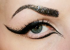 black eyeliner and glitter eyebrows Eyeliner Make-up, Black Eyeliner Makeup, Eyeliner Ideas, Eyebrows, Eyeliner Designs, Eyeliner Styles, Makeup Art, Hair Makeup, Makeup Ideas