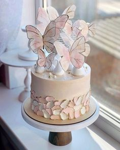 A butterfly wedding cake would be perfect for a summer wedding. Butterfly Birthday Cakes, New Birthday Cake, Beautiful Birthday Cakes, Birthday Cakes For Women, Butterfly Cakes, Beautiful Cakes, Amazing Cakes, Cakes With Butterflies, Birthday Cake Designs