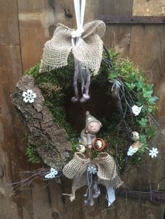 Willkommen in Tanja´s Kreativwerkstatt, Outside Decorations, New Years Decorations, Flower Decorations, Burlap Crafts, Diy And Crafts, Christmas Wreaths, Christmas Decorations, Woodland Christmas, Creative Workshop
