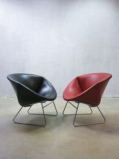 Anonymous; Chromed Metal and Vinyl Lounge Chairs by Rohe Noordwolde, 1950s.
