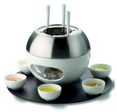 The newest spherical Mona comes with the brushed stainless steel pan for Fondue Chinois and the teflon coated plate for grilling fun at the table. Chocolate Fondue Set, Fondue Party, Stainless Steel Pans, Personal Chef, Appetizer Dips, Gadgets, Favorite Recipes, Make It Yourself, Gastronomia