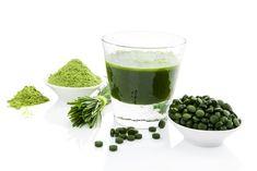 wheatgrass benefits for diabetes Easy Smoothie Recipes, Easy Smoothies, Breakfast Smoothies, Healthy Recipes, Detox Kur, Smoothie Challenge, Green Superfood, Healthy Smoothie Recipes, Vitamins
