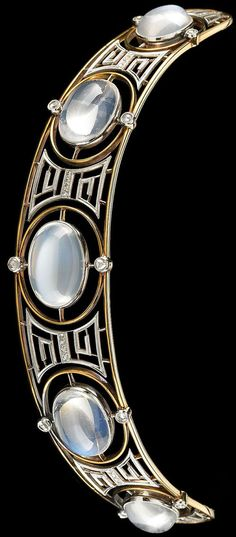 18k white and yellow gold, fiamonds and moonstones tiara, Edwardian