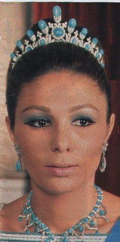 Close up of Turquoise Tiara of Farah Dibafarah diba pahlavi - Hledat Googlem