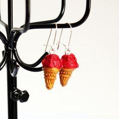 Boucles d'oreilles cornets de glace à la fraise