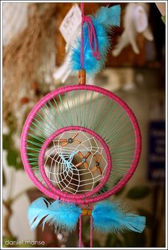 DIY/Tutorials/Crafts / How to Make a Dreamcatcher The dream catcher is hung above a sleeping area in a place where the morning light can hit it. Description from pinterest.com. I searched for this on bing.com/images