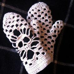 Ravelry: Narrow Crochet Skull Scarf pattern by Karin Kaufmann Crochet Mitts, Crochet Gloves, Crochet Scarves, Crochet Skull Patterns, Halloween Crochet Patterns, Love Crochet, Diy Crochet, Crochet Tops, Skull Scarf