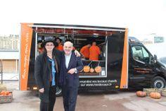Mes bocaux : Food-truck de Marc Veyrat. Chaque jour, entre 11h50 et 14h, les camions desservent des quartiers de Paris. Les commandes peuvent s'effectuer jusqu'à 12h00.