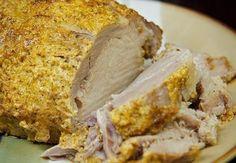 Свинина, запеченная с майонезом и специями.  Сочное мясо со специями - умопомрачительный вкус.  Вам потребуется:  1,2 кг свиной корейки без кости 6-7 зубчиков чеснока 3-4 лавровых листа 1 стакан майонеза 1 столовая ложка молотого кориандра 1,5 столовые ложки молотого черного перца 1,5 столовые ложки паприки соль по вкусу  Как готовить:  1. Вылейте в миску майонез. Добавьте все специи (кориандр, черный перец, паприку).  2. Очистите чеснок и выдавите его в миску. Посолите по вкусу и…