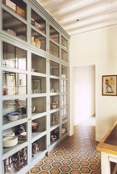 Ideas And Expert Tips On Glass Kitchen Cabinet Doors 17 - Home Decoration - Interior Design Ideas Küchen Design, House Design, Interior Design, Kitchen Interior, New Kitchen, Kitchen Pantry, Kitchen Furniture, Furniture Stores, Eclectic Kitchen
