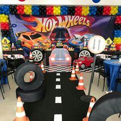 Hot Wheels Birthday, Hot Wheels Party, Race Car Birthday, Cars Birthday Parties, 4th Birthday, Bolo Hot Wheels, Ryan Toys, Kids Part, Girl Car