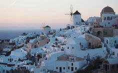 Thanks to villages that appear to tumble down cliffs and into the sea and endless lounger-laden terraces, the Santorini dining experience is hard to beat. These are our favourite restaurants. Best Restaurants In Santorini, Oia Santorini, Greek Islands, Wonderful Places, Paris Skyline, Europe, Explore, Travel, Carina