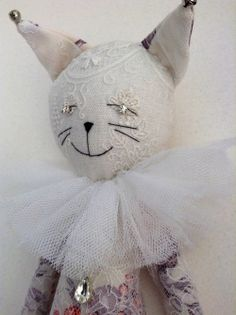 Alice Mary Lynch has worked as a designer in Paris for John Galliano, Christian . Kitsch, Alice, Art Textile, Fabric Toys, Cat Doll, Sewing Dolls, Doll Maker, Vintage Textiles, Soft Dolls