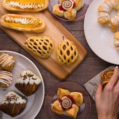 Try these 8 simple techniques to make impressive puff pastry treats!🥐🍫😍 Kuchen , Try these 8 simple techniques to make impressive puff pastry treats!🥐🍫😍 Try these 8 simple techniques to make impressive puff pastry treats! Baking Recipes, Cookie Recipes, Dessert Recipes, Salad Recipes, Just Desserts, Delicious Desserts, Yummy Food, Puff Pastry Recipes, Puff Pastry Desserts