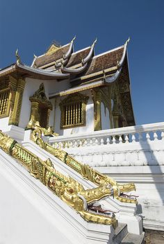 ✮ Temple with Dragon along the side of the building - Laos, Luang Prabang, Wat Sen