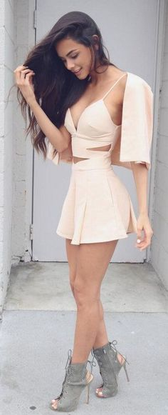 There's just something sexy about these short dresses. These Pictures of Hot Women in Short Dresses will show you to rock these short dresses like a vogue. Mode Outfits, Sexy Outfits, Sexy Dresses, Cute Dresses, Short Dresses, Summer Outfits, Fashion Outfits, Womens Fashion, Fashion Trends