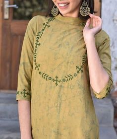Best 12 Beautiful embroidery detailing with resham and mirror. Embroidery On Kurtis, Hand Embroidery Dress, Kurti Embroidery Design, Embroidery Patterns, Simple Kurta Designs, Kurta Designs Women, Mirror Work Kurti, Dress Neck Designs, Blouse Designs