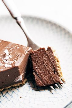 This No-Bake Vegan Chocolate Pie Only Requires Five Ingredients Kinda Like A French Silk Pie, But Better For You. Veggie lover Dairy Free Gluten Free Sponsored By Almondbreeze Chocolate Pie Filling, Chocolate Pies, Chocolate Recipes, Melted Chocolate, Dessert Chocolate, Vegan Chocolate Mousse, Vegan Chocolate Pie Recipe, Chocolate Cheesecake, Stevia Chocolate