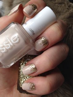 Essie Nude Gold Ombré. Base Coat - Cashmere Matte: Wrap Me Up. Glitter Detail - Lux Effects: Rock at the Top.