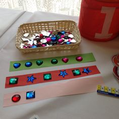 Use any small jewel or toy to make patterns on thin strips of paper Maths Eyfs, Preschool Math, Math Classroom, Classroom Activities, Kindergarten, Maths Investigations, Numeracy Activities, Early Years Maths, Early Math