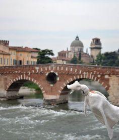 """ponte di pietra a Verona """"Coccolo in the world"""" Fb"""