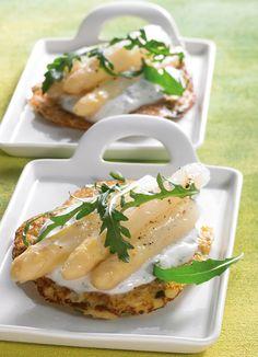 Kartoffelpuffer mit mariniertem Spargel -  In Weißwein marinierter Spargel auf einem Kartoffelpuffer