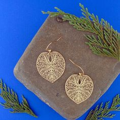 LAVISHY designs & wholesale original & beautiful applique bags, wallets, pouches & accessories for gift shop/boutique buyers in USA, Canada & worldwide. Filigree Earrings, Leaf Earrings, Crochet Earrings, Gift Shops, Clothing Boutiques, Makeup Pouch, Online Shopping, Plating, Coin Purse