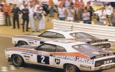 1977 Moffat & Bond historical finishing & at the Hardie-Ferodo 1000 at Bathurst in XC Falcon Coupes Australian Muscle Cars, Aussie Muscle Cars, Car Ford, Ford Gt, 60s Muscle Cars, Ford Granada, The Great Race, V8 Supercars, American Racing