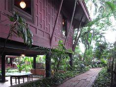 jim thompson thai house and museum Ancient Architecture, Amazing Architecture, Architecture Design, Asian House, Thai House, Wood Houses, Jim Thompson House, Thai Decor, Bamboo House