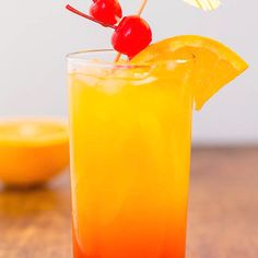 Tequila Sunrise 🍒🍍🍹 Tequila Sunrise 🍒🍍🍹,Drinks Tequila Sunrise 🍒🍍🍹– Not only is it pretty to look at, but a Tequila Sunrise is refreshing, nostalgic, and the grenadine sweetens it up enough that you may. Tequila Mixed Drinks, Liquor Drinks, Cocktail Drinks, Cocktail Recipes, Alcoholic Drinks, Tequila Sunrise Drink, Tequilla Sunrise, Tequila Punch, Tequila Tequila