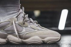 b9d82b161c8ae basket homme tendance 2018 Adidas X Yeezy Desert Rat 500 Blush mode été  retro  ModeHommeTendance