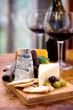 Wine is served with a cheese plate. Pairing Missouri wines with cheese. Wine And Cheese Party, Wine Cheese, Cheese Fruit, Tapas, Fromage Cheese, Wine Parties, Cheese Platters, Snacks, Charcuterie