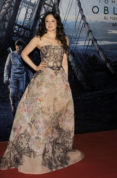 Andrea Riseborough wears ELIE SAAB Haute Couture Spring Summer 2013 to the world premiere of 'Oblivion' in Buenos Aires.