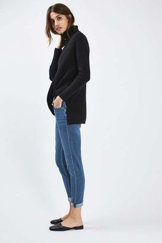 Always borrowing your boyfriend's jeans? The loosely tapered, ultra-low-rise MOTO Lucas jeans is your perfect match.