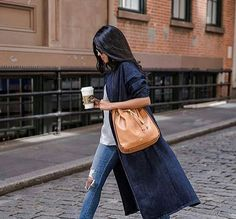 Handbags, Backpacks and fashion accessories Street Chic, Street Style, City Style, Autumn Winter Fashion, Fall Winter, Style Guides, Summer Outfits, Zara, Vogue