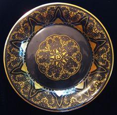 Paul Eiselt  (Haida / Steinschönau) Glass plate, clear with gold needle etching diam. 20cm.  Monogram. and dated (19)24       www.kunstundglas.de