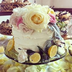 To see more amazing wedding cakes: http://www.modwedding.com/2014/11/01/utterly-speechless-romantic-wedding-cakes/ #wedding #weddings #wedding_cake Cake: Sweet n Flour