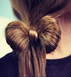 Love this one - hair in Knot! Beautiful Side Ponytail Hair Bow in 5 minutes {video tutorial included}. Cute Girls Hairstyles, Ponytail Hairstyles, Pretty Hairstyles, Bow Braid, Ponytail Ideas, Latest Hairstyles, School Hairstyles, Amazing Hairstyles, Up Dos