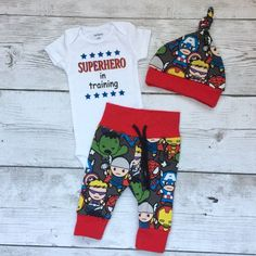 This listing is for a Marvel superhero themed set for a new baby boy. Makes a perfect going home outfit, or adorable for everyday wear. Leggings…
