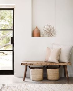 Organic And Neutral Entry Way Interior Design Ideas With Wood Bench Seating With Throw Pillows, Natural Seagrass Storage Baskets, And Wall Niche Featuring Home Decor Accessories Home Living Room, Living Room Decor, Bedroom Decor, Bedroom Storage, Style Deco, Home And Deco, Minimalist Home, Minimalist Furniture, Home Fashion
