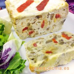 Puedes servir este sencillo pastel de verduras caliente con una salsa de tomate casera o en frío cubierto con mayonesa y una ensalada fresca.